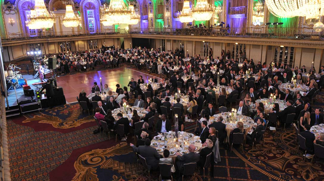 Hundreds take part at a Northwestern Medicine dinner fundraiser