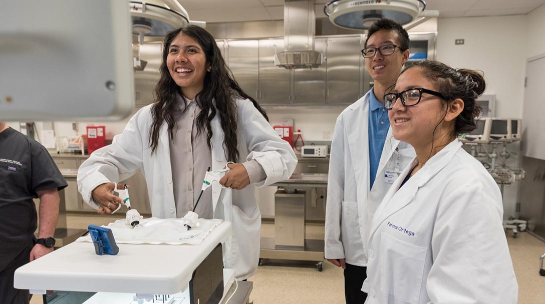 Northwestern Discovery Program Introduces Students To Careers In Healthcare Northwestern Medicine