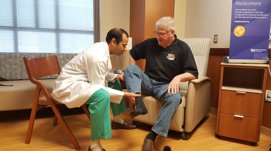 Orthopaedic surgeon Rajeev Jain, MD, checks on the progress of hip replacement patient Dan Pritchard